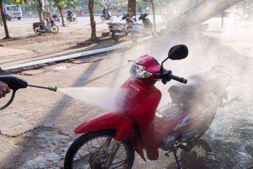 Nên rửa xe máy thường xuyên nhưng phải đúng cách