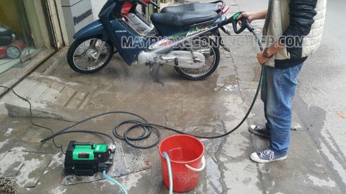 Khi rửa xe máy bằng máy rửa xe, người dùng cần nắm được quy trình sử dụng để đạt hiệu quả cao nhất