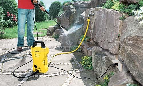 Máy rửa xe Karcher K2 Compact có áp lực nước mạnh, khả năng xịt rửa mạnh mẽ