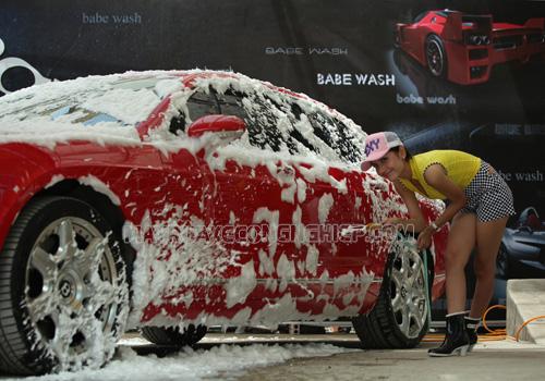 Rửa xe ô tô bằng xà phòng không được khuyến khích vì gây hại cho xe