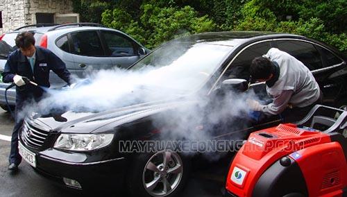 Máy rửa xe hơi nước nóng mang tới hiệu quả làm sạch vượt trội, nhanh chóng