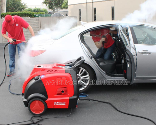 Rửa xe dọn nội thất ô tô giúp xe hơi luôn sạch sẽ như mới, nội thất không bị xỉn màu,...