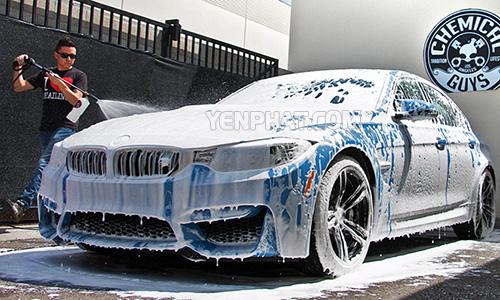 Rửa sạch xe để hiệu quả làm mờ xước tốt hơn