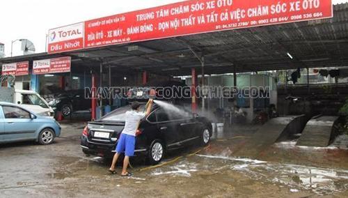 Vệ sinh xe ô tô sạch sẽ