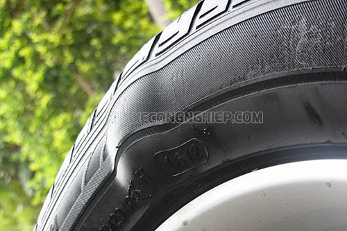 Lốp xe máy bị phù