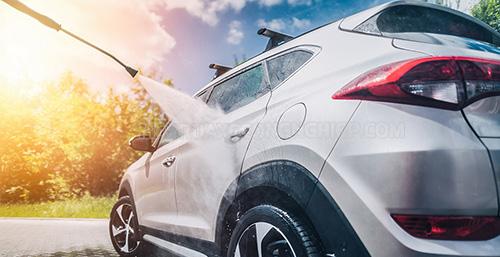 Xịt rửa xe hiệu quả nhờ cầu nâng 1 trụ
