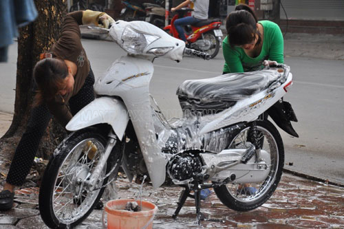 Rửa xe máy đơn giản tại nhà