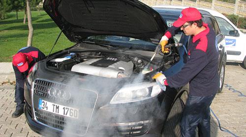 Rửa xe ô tô bằng máy rửa xe hơi nước nóng