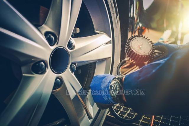 Cách bơm lốp xe ô tô
