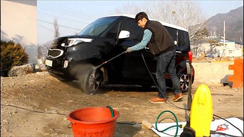 máy rửa xe mini gia dình Lavor
