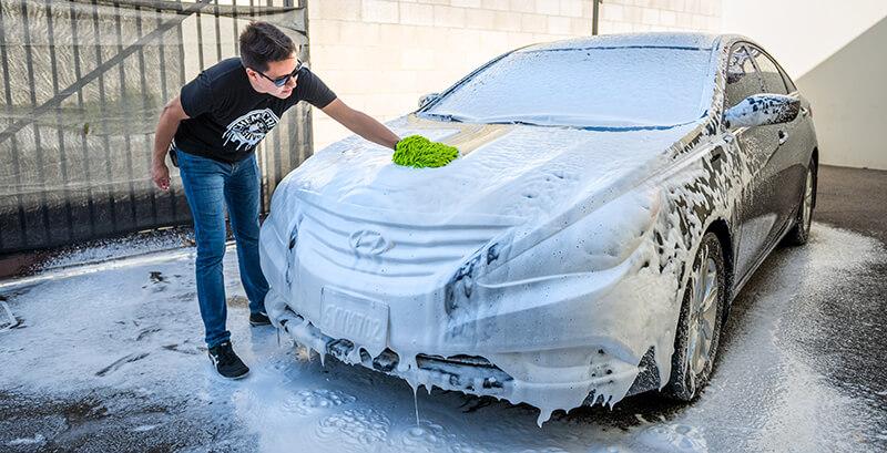 Rửa xe bằng bình bọt tuyết