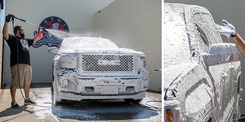 Sử dụng bình bọt tuyết để rửa xe