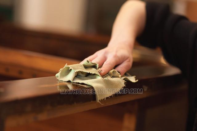 Thương xuyên vệ sinh các loại đồ gỗ