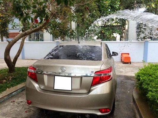 Rửa xe ở nơi râm mát