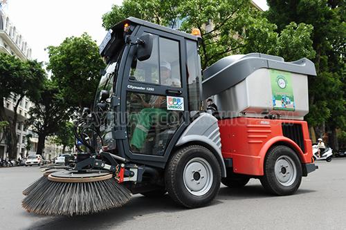 Các máy quét rác công nghiệp được sử dụng trên các đường phố