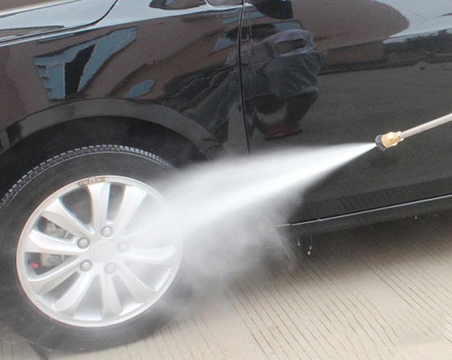 Máy rửa xe mini với hiệu quả phun rửa mạnh mẽ