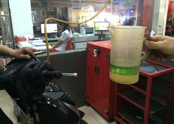 Xăng bị nhiễm nước