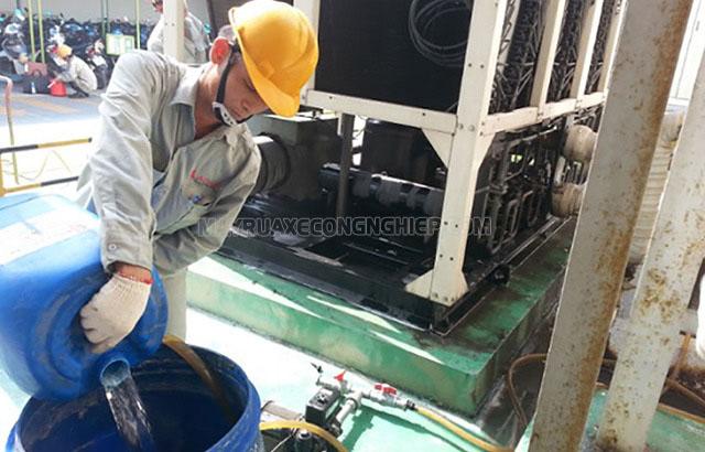 Làm sạch nguồn nước cấp vào tháp hạ nhiệt