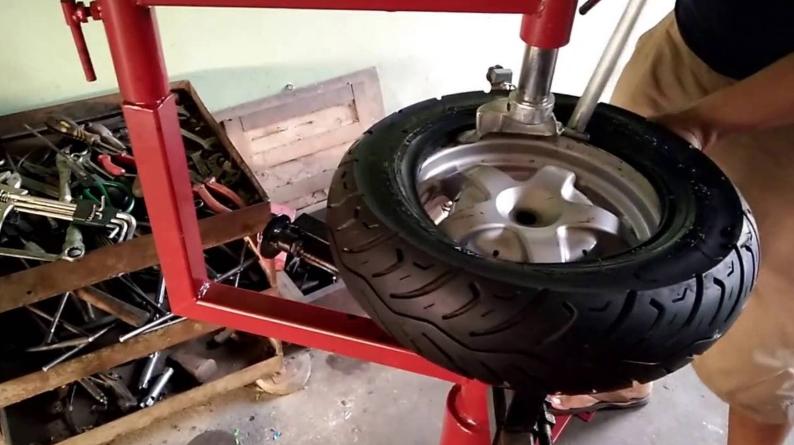 So sánh máy ra vào lốp tự chế